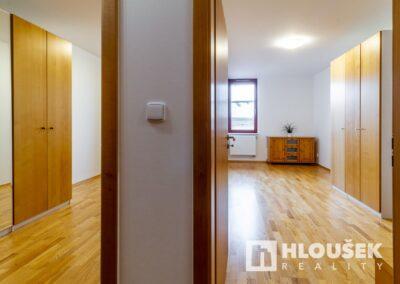 Prodej bytu - Ujezd u Pruhonic - Ing. Zbyněk Hloušek