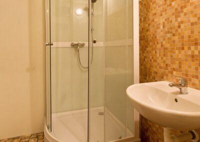 Koupelna se sprchovým koutem - byt 3+kk/L, ul. Křejpského, Praha 4 - Chodov